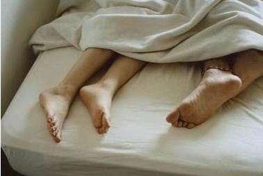 醉酒女子被男同事带去开房 丈夫赶到时已一丝不挂…