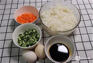 自从学会酱油炒饭这些诀窍,我家米饭不够吃,粒粒分明,比肉还香