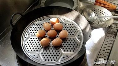 """太好吃了!厨师长""""教科书式""""制作五香茶叶蛋,咸香味直达蛋黄"""