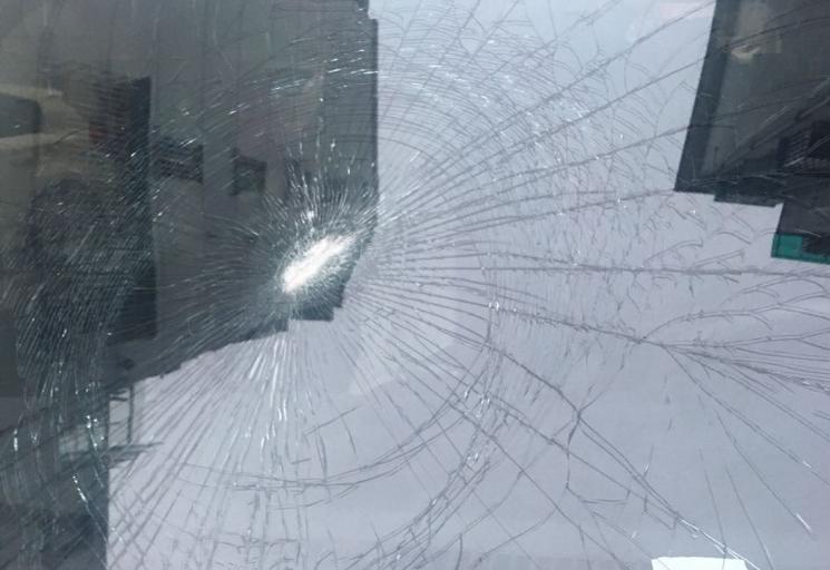 衢州某小区频出奇事!小伙搬进去半年,车子被砸2次