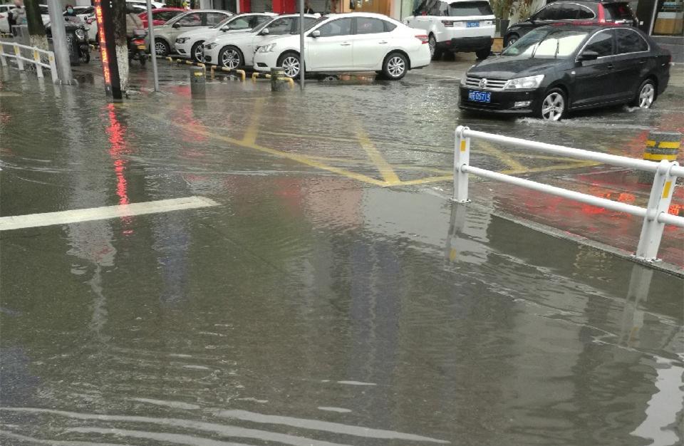 """购物中心旁边多了一片""""海""""!想看它还得瞅准天气"""