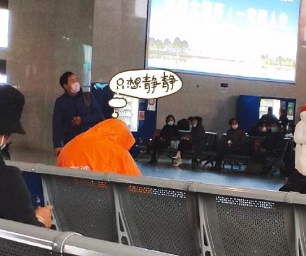 防疫高手!绍兴北站看到这一幕,瞬间吸引路人眼球