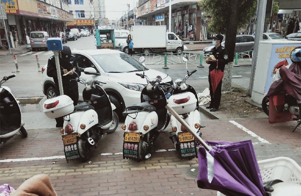 有钱任性?温岭街头这群老板的车全被贴单了!