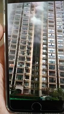 绍兴一小区着火!整栋楼都被浓烟包着,居民飞速往外冲