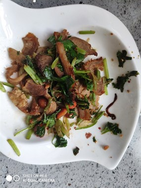 临城菜场买的菜里吃出蚯蚓 有人说是恶心百倍的天蛇…