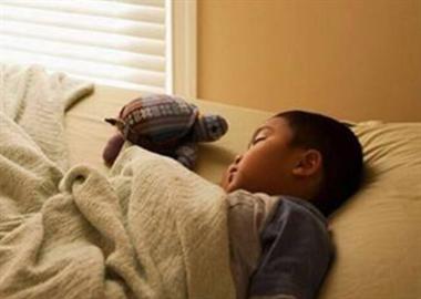 孩子在家上网课后游戏瘾更重!家长一管就大吵大闹