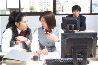 疫情影响工资,先拿新员工开刀?领导底下3个女同事却…