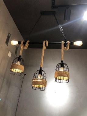 【转卖】出售吊灯射灯,服装货架,高脚凳
