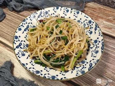 炒豆芽时,最忌直接下锅炒,学会大厨的做法,豆芽脆爽入味不出水
