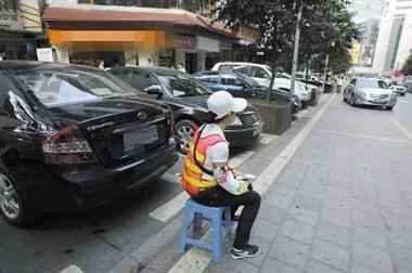 余英坊要开始停车收费了?超过2小时这样算,商户都不干了