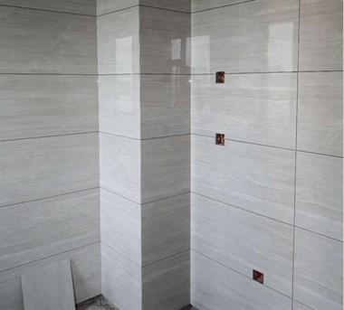 吉安装修业主铺砖时,关注瓷砖价格重要还是铺贴手艺更重要?