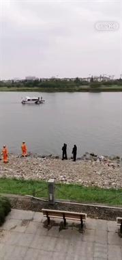 赵家桥一男子落水,公安、消防、救援队等紧急展开救援!