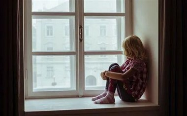 长兴15岁少女服药被送医抢救!与父母关系不好导致...
