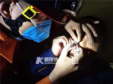 惊险!杭州男子被鱼钩钩穿眼皮,钱塘江边曾有小姑娘被钩伤眼睛
