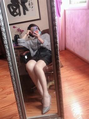 美不美看大腿!这美女的腿让一大批女社友嫉妒