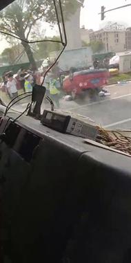惨烈!温岭某红绿灯口出车祸,司机酒驾还跑了!