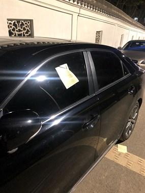 连续3天,东塘路至少39辆车被贴条!不少司机要流泪