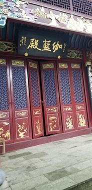 铁将军管门,红佛寺今年没开放过!爬山中饭没着落