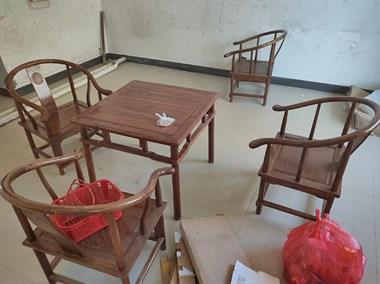 【转卖】罗普斯金门,桌椅