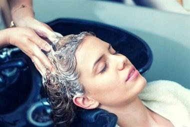 头发多久洗一次最佳?原来很多人都错了!难怪一洗就掉发