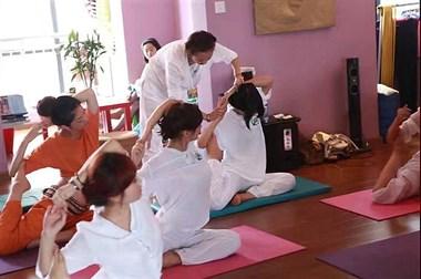 成都市瑜伽教练培训:与妮玛瑜伽同行,去诞生自己的领悟