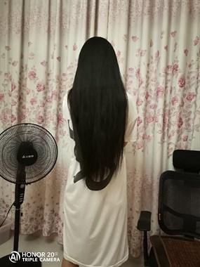 长兴妹子一头长发,现为这事只能忍痛剪短!有人收吗