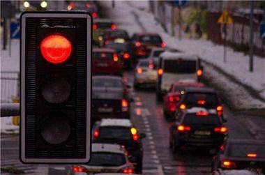 长洪路绿灯时间被改,每天上下班大堵车!车主埋怨