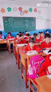 一小学生竟用这种神奇方式记课本,网友们都笑疯了