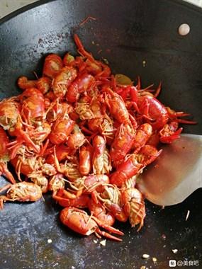 麻辣小龙虾,应该没有谁不爱吃小龙虾吧!来说说你们那的小龙虾现