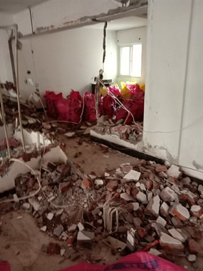 专业打墙铲白灰,打地面瓷砖,拆门拆窗户,价格公道。