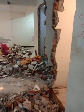 专业打墙,打地面瓷砖,铲白灰,拆门拆窗户,包运垃圾。
