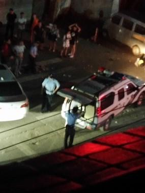 莲塘又出事了!1人被打趴在地,警察带走2名男子