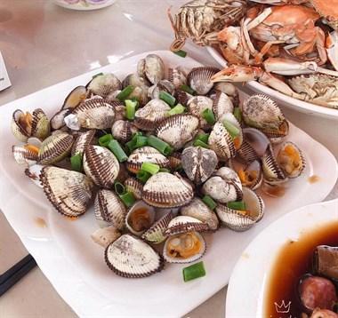 船上吃着海鲜大餐,社友直言:我再也不想吃城市的海鲜!