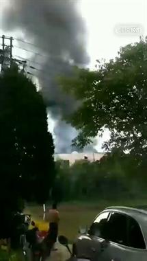 上柏一厂房着大火!火光冲天黑烟阵阵,多辆消防车紧急赶到