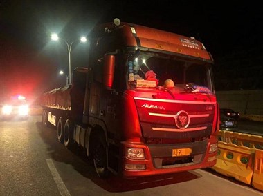 新昌3名大车司机被拘留!强行冲卡后逃至外地,全因这事