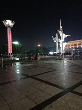 南湖广场的月亮