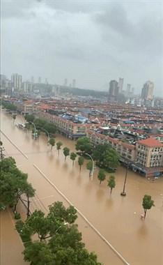 暴雨又开始了,水位持续上涨………