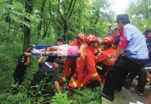鼓山公园老人跌落半山腰!公安、消防、救援队齐出动