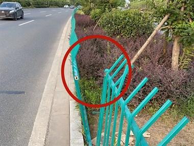 乾元一男子图省事,竟掰断护栏横穿马路!刚有人在此处丧命