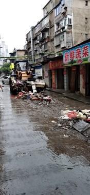 瓷都洪灾这小区损失惨重!路边店面一塌糊涂 私家车里全是泥