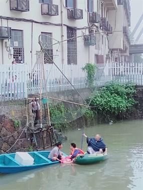 大清早出事!乾元这桥下一女子跳河轻生!刚被抓鱼船救起