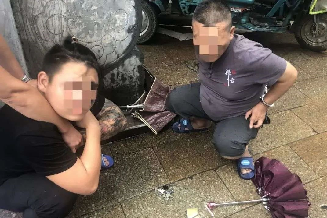 出动220名警察突袭!珠山这地10人被抓 其中7人吸毒…