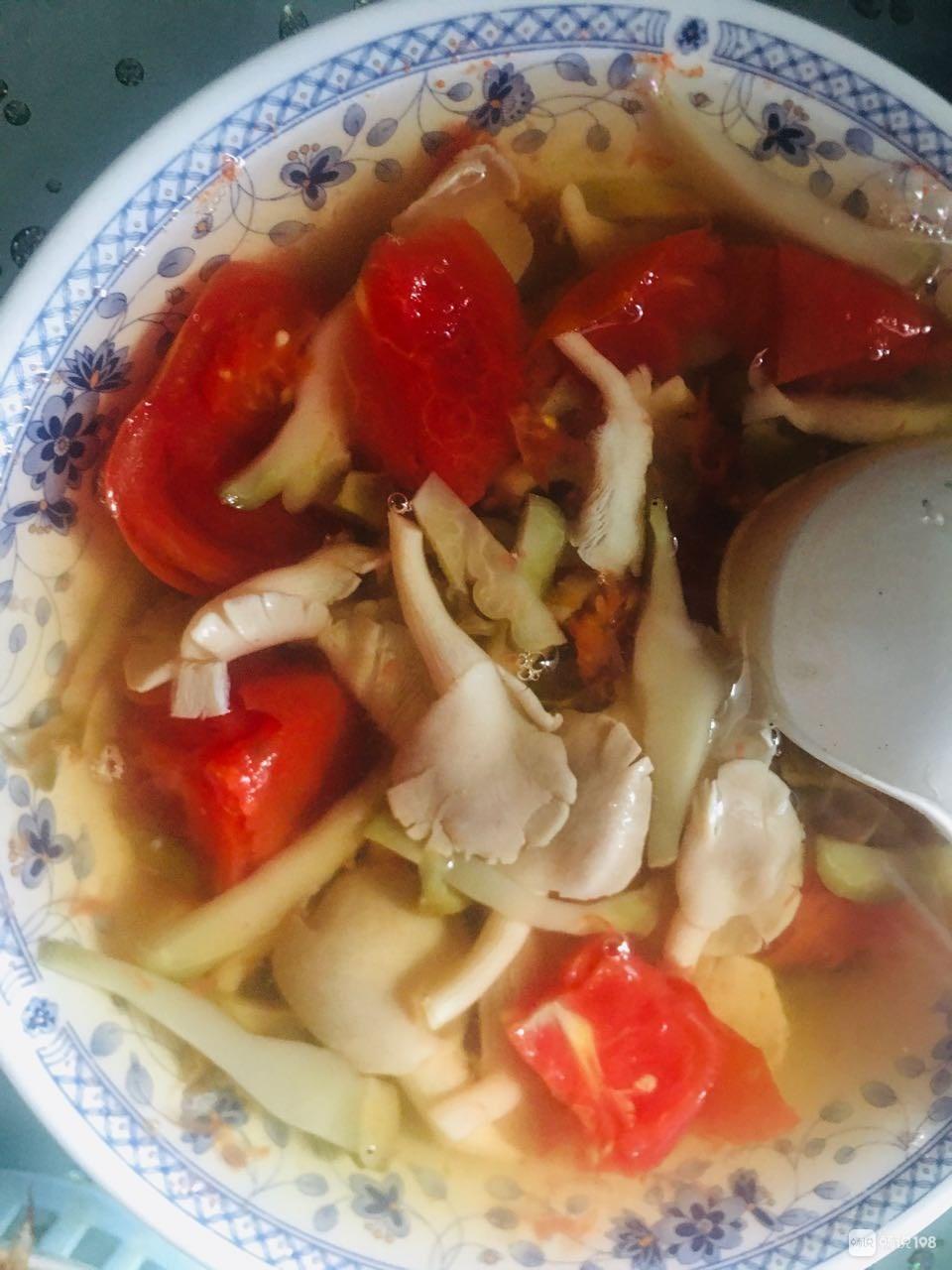 皮皮虾、菌菇汤...简单做做!有人知道第二道菜是啥吗?