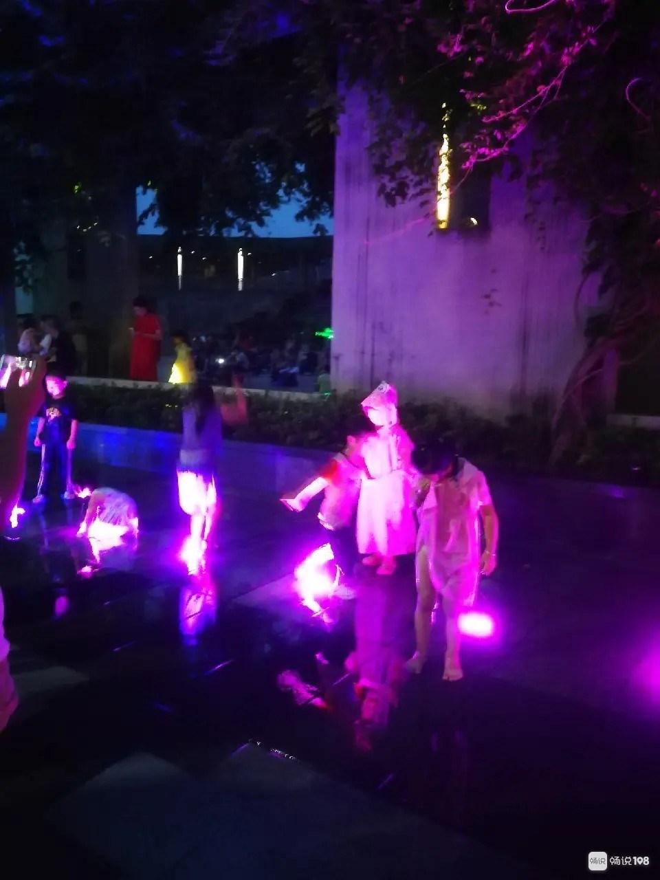 鼓山音乐喷泉好多小孩在玩耍,这件事家长一定要重视!