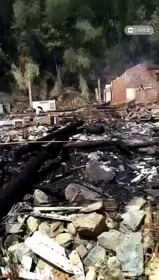 火光冲天!峡阳翁坑村大火,二十几户人家被烧损失惨重