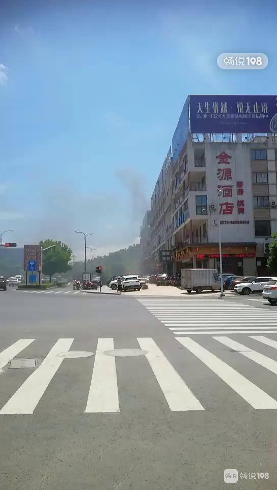 刚刚茶市有情况!现场浓烟滚滚,多辆消防车赶去