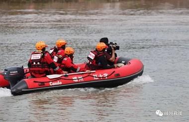情况危急!甘霖一年轻小伙溺水,大批救援队员出动