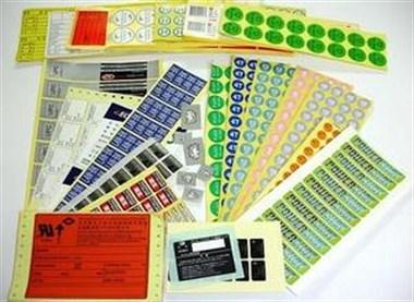 设计定制各档名片、不干胶、广告扇\彩页等印刷品及室内广告