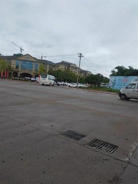 嵊州这售楼处挤满人!十几辆大巴,社友却说都是套路