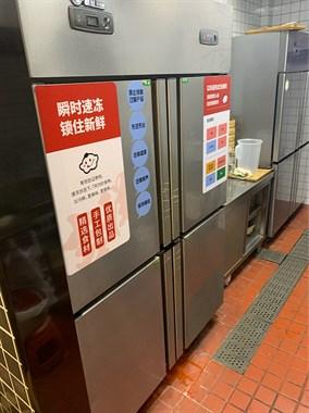 【转卖】2个冰箱 9.9新。桌椅板凳。